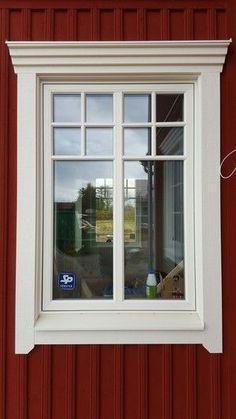 Trim Idea for Farm House Exterior Window Molding, Exterior Trim, Exterior Design, House Outside Design, House Front Design, House Trim, House Siding, Red Houses, Exterior Remodel