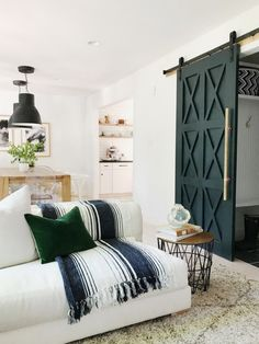 The stoplight of a home typically begins and ends with the appeal of your living room. When it comes to having a farmhouse living room, having sleek decor Interior Barn Doors, Home Interior, Modern Barn Doors, Interior Ideas, Closet Barn Doors, Interior Door Styles, Modern Sliding Doors, Pantry Doors, Interior Colour Schemes
