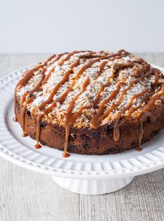 Part cake, part crumble, this delicious apple crumble cake is the ultimate comfort dessert for the fall season. Parfait Desserts, Köstliche Desserts, Coffee Recipes, Apple Recipes, Cake Recipes, Dessert Recipes, Apple Crumble Cake, Apple Cake, Blackberry Muffin