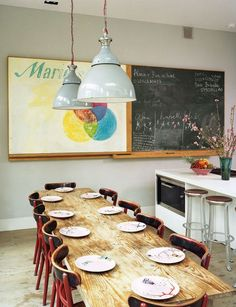 i love the chalkboard and the board that slides over to cover it reminds me of my middle school art class. sweet nostalgia.