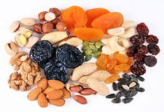 A healthy snack of dried fruits, nuts and seeds. Gain Weight Fast, Healthy Snacks, Healthy Recipes, Healthy Tips, Post Workout Food, Eat Fruit, Frozen Strawberries, Holistic Nutrition, Sugar Cravings