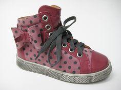 L azienda calzaturiera Zecchino d Oro presenta la collezione  autunno-inverno 2013 . Moda Per BambiniOro 0f3bb827ea1