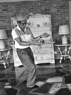 a72a4b8d78a36 James Dean playing with a yoyo while wearing a straw hat. photo by Richard  Miller 1955