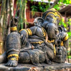 Make this Ganesha Chathurthi 2020 special with rituals and ceremonies. Lord Ganesha is a powerful god that removes Hurdles, grants Wealth, Knowledge & Wisdom. Lord Shiva Painting, Ganesha Painting, Ganesha Art, Lord Ganesha, Jai Ganesh, Ganesh Statue, Shree Ganesh, Ganesha Pictures, Ganesh Images