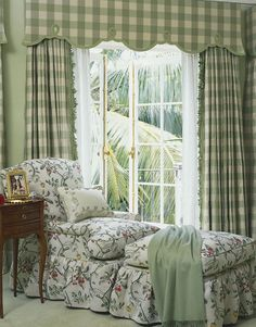 Barefoot elegance in a Mediterranean masterpiece from Palm Beach # . Barefoot elegance in a Mediterranean masterpiece from Palm Beach French Country Bedrooms, French Country House, French Country Decorating, French Country Curtains, Green Rooms, Beautiful Bedrooms, Cottage Style, Bedroom Decor, House Design