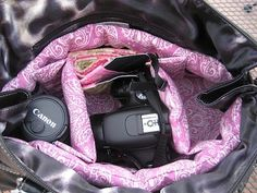 a variety of ways to make your own camera bag to fit DSLR cameras