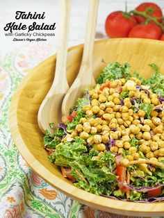 Tahini Kale Salad with Garlicky Chickpeas (vegan & gluten-free) >> Dianne's Vegan Kitchen Vegan Lunch Recipes, Delicious Vegan Recipes, Healthy Salad Recipes, Whole Food Recipes, Vegan Potluck, Vegan Foods, Kale Salad, Soup And Salad, Vegan Kitchen