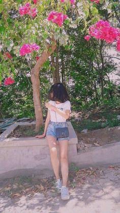 Short Girl Fashion, Girl Short Hair, Girl Senior Pictures, Girl Photos, Tumbr Girl, Korean Outfit Street Styles, Curly Hair Drawing, Ft Tumblr, Cute Girl Face