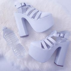 Trendy and Chic Platform Shoes. Check out 20 ways to style your platform shoes in this post and pick one you like most! Pastel Goth Fashion, Kawaii Fashion, Grunge Fashion, Grunge Pastel, Soft Grunge, Pastel Blue, Pastel Punk, Purple Lilac, Pretty Pastel