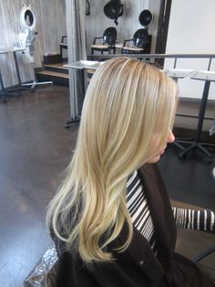 My ideal for a light blonde hair color. Gorgeous!