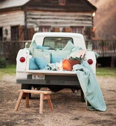 Date night: drive-in movie and a picnic in a truck bed. boyfriend would. Beach House Style, Looks Country, Country Style, Country Charm, Country Girls, Country Living, Cute Date Ideas, Bon Weekend, Company Picnic