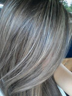 Using Highlights To Grow Out Gray Hair Medium Short Hair, Medium Hair Styles, Curly Hair Styles, Brown Hair With Blonde Highlights, Caramel Highlights, Gray Hair Growing Out, Transition To Gray Hair, Hair Shades, Brunette Hair