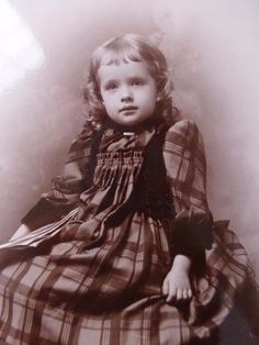 CABINET CARD old Antique Photo c1880s Precious KENTUCKY GIRL Plaid CHILD Fashion