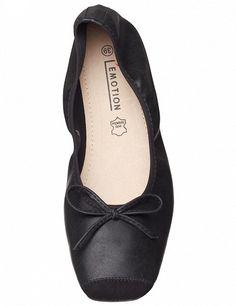 Ballerines, semelle intérieure en cuir, noir Chanel Ballet Flats, Shoes, Fashion, Zapatos, Black Ballet Flats, Black Leather, Moda, Shoes Outlet, Fashion Styles
