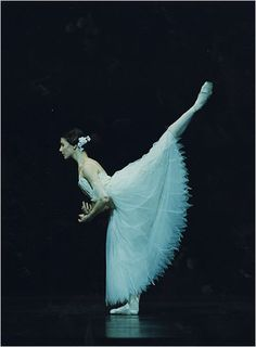 """Alina Cojocaru in the Royal Ballet's production of """"Giselle"""". Best giselle ever. my favourite image from Giselle Dance Photos, Dance Pictures, Dance Images, Arabesque, Dance Dreams, Ballet Performances, Ballet Companies, Dance Like No One Is Watching, Dance Movement"""