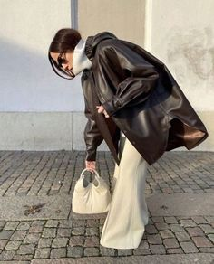 Mode Outfits, Trendy Outfits, Fashion Outfits, Travel Outfits, Fashion Tips, Abaya Fashion, Fashion Images, Fashion Weeks, Looks Chic
