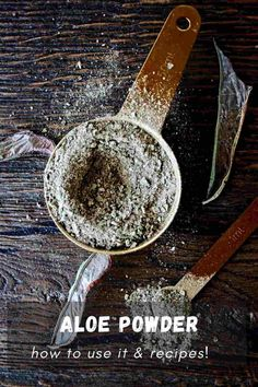 Aloe vera powder is made from dried aloe vera leaves that are ground into a powder consistency. It is an easy way to increase the longevity of aloe vera leaves to use them later to enhance our skin, hair, or plate.