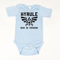 Hyrule Hero Onesie - Legend of Zelda bodysuit via Etsy. My children Harry Potter Onesie, Star Wars Onesie, Cute Babies, Baby Kids, Geek Home Decor, My Children, Future Children, Children Clothes, Mini Me