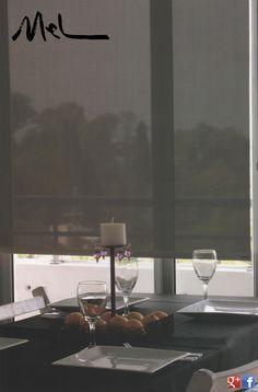 Son cortinas de enrollamiento superior, que ocupan un mínimo lugar en la ventana y que permiten el uso del doble cortinado o de fondo de cortina. Con sistemas manuales de cadena o con motores instalados dentro del tubo de la misma, pueden utilizarse con un doble cortinado debido a Que pueden ser automatizadas a control remoto o con pulsador. MEL INTERIORES Gorriti 4700 - esq. Malabia (54-11) 4833-3106 / 4776-4200 cortinas@melinter... Palermo Soho - Buenos Aires - Argentina Cortinas Rollers, Esquire, Palermo, Soho, Buenos Aires, Argentina, Chain, Windows, Motors