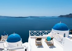 Centrally located in Oia on the Caldera Cliffs, Sophia Oia View is just 50 metres from the main pedestrian street and in front of the twin blue dome.