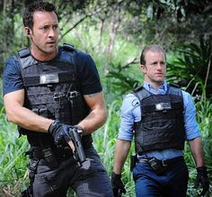 ♥♥♥ H50  ep 6.21 - Alex O'Loughlin and Scott Caan and Hawaii.  What more do you need on a rainy Friday night?