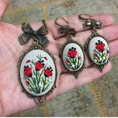 Embroidered Red Poppy Necklace, Pendant with embroider pop Ribbon Embroidery, Embroidery Stitches, Embroidery Patterns, Stitch Patterns, Brazilian Embroidery, Textiles, Needlework, Beaded Jewelry, Cross Stitch