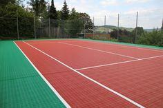 Privater Tennisplatz mit Bergo Tennisboden in Würzburg am Hang