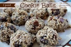 1 Point Cookie Balls made with Oats, Banana, and mini chocolate peanut butter cups. From Lovin' Our Chaos