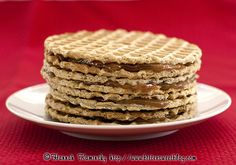 Vegan stroopwafels - Most people seek out symbolic or iconic knickknacks to commemorate their travels, but as one might expect, I'm not like most people. Rather, I go out in search of memorable edibles. A trip to… Stroopwafel Recipe, Cookie Recipes, Vegan Recipes, Dessert Recipes, Apple And Peanut Butter, Wafer Cookies, Dutch Recipes, Vegan Sweets, Vegan Food