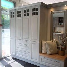 Stilig garderobe - dette er fra butikken vår i Arendal ✌ #Strai #Straikjøkken #straikjokken #kjøkken #kitchen #kjøkkeninspo #kjøkkeninnredning #kjøkkeninteriør #kjøkkenide #kjøkken_inspo #kjøkkendetaljer #kjøkkendesign #nyttkjøkken #pusseopp #pusseoppkjøkken #husoghjem #tipstilhjemmet #interior123 #interior125 #interior4you #interior4all #interior4you1 #nordicinspiration #nordicliving #myhouseidea #whiteinterior #whiteonwhite #bolig123 #bonytt