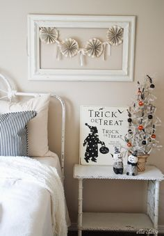 Kids room with vintage Halloween touches