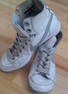 Kup mój przedmiot na #vintedpl http://www.vinted.pl/damskie-obuwie/obuwie-sportowe/5908112-swietne-wysokie-bialo-szare-nike