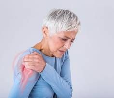 Δίαιτα για μετά τα 50: To ενδεικτικό πλάνο διατροφής από τη διαιτολόγο - Shape.gr Bursitis Shoulder, Coaching, Man Se, Elderly Person, Bones And Muscles, Pain Management, Medical, Stock Photos, Words