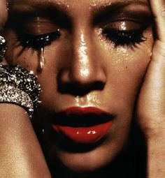 La Maison Design. Beautiful picture of Jennifer Lopez. True art!