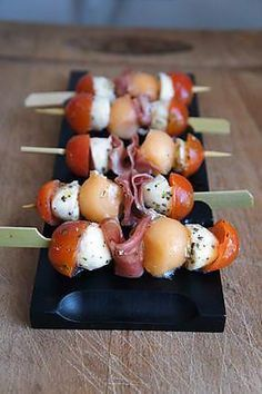 The best recipe of Minis skewers appetizers! To try it, it is the … – The most beautiful recipes Skewer Appetizers, Appetizers For Party, Healthy Appetizers, Brunch Recipes, Appetizer Recipes, Dip Recipes, Fingerfood Party, Minis, Clean Eating Snacks