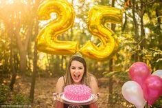 Recebi o desafio da minha amiga Melissa de fotografar um Smash the Cake de 25 anos de idade dela, desafio dado desafio cumprido.Mel, hoje é seu dia, que Deus te abençoe muito e que todos os seus sonhos venham ser cumpridos sobre a sua vida.Que seu dia venha ser tão doce como o mel.