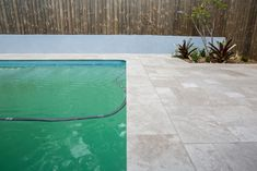 Travertine pavers are low-maintenance and easy on the eyes, even on the brightest of Australian days.  #outdoorlifestyle #naturalstone #travertinepavers