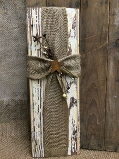Rustic wood burlap cross wall decor : This piece is made from repurposed, distressed trim. Cross is made with burlap and a rusty star and berry trim. Measures approx 5 wide by 16 tall. Barn Wood Crafts, Wooden Crafts, Rustic Burlap Crafts, Decor Crafts, Diy Crafts, Budget Crafts, Frame Crafts, Burlap Projects, Diy Projects