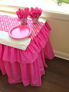 Great Ruffled Plastic Tablecloth tutorial by That's my letter!   Inexpensive way to add pizazz to your buffet table, serving table or dinner tables for your birthday or other event.