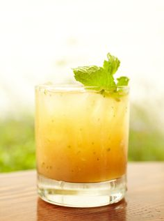 Bourbon and Peach Smash 2 slices fresh peach Handful fresh mint 1 slice fresh ginger 1 oz. fine bourbon Splash Punt e Mes Ginger ale Garnish: mint sprig and ginger slice Cocktails Vin, Bourbon Cocktails, Cocktail Drinks, Cocktail Recipes, Martinis, Craft Cocktails, Refreshing Drinks, Fun Drinks, Yummy Drinks