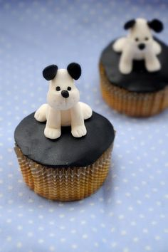 How to make puppy cup cake topper with fondant. The step by step photo explains. Only use small knife without fondant tools. Fondant Cupcakes, Puppy Cupcakes, Puppy Cake, Cupcake Cakes, Rose Cupcake, Pink Cupcakes, Cake Decorating Tutorials, Cookie Decorating, Beautiful Cakes