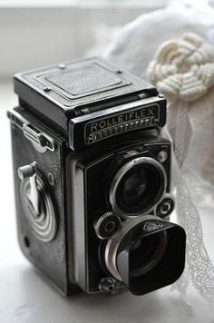 Vintage Rolleiflex Camera Plus Antique Cameras, Vintage Cameras, Photography Camera, Vintage Photography, Photography Tips, Rolleiflex Camera, Box Camera, Camera Gear, Photo Deco