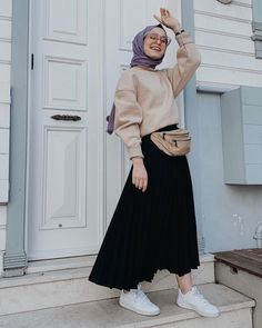 Image may contain: one or more people and people standing Tesettür Tunik Modelleri 2020 Modern Hijab Fashion, Street Hijab Fashion, Hijab Fashion Inspiration, Harajuku Fashion, Muslim Fashion, Skirt Fashion, Fashion Outfits, Stylish Hijab, Casual Hijab Outfit