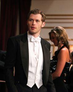 'The Vampire Diaries' Joseph Morgan reminds us that Klaus is more murderer than sensitive artist