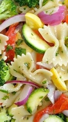Vegetable Pasta Salad Summer Vegetable Pasta Salad YUM-O! throw a few chicken breasts on the barbie and you got yourself a meal!Summer Vegetable Pasta Salad YUM-O! throw a few chicken breasts on the barbie and you got yourself a meal! Think Food, I Love Food, Good Food, Yummy Food, Vegetarian Recipes, Cooking Recipes, Healthy Recipes, Vegetarian Pasta Salad, Quinoa Pasta