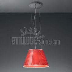 Artemide Choose Lampada a sospensione, coordinata con le versioni da tavolo, terra e parete. Disponibile in due dimensioni. Colori: grigio/rosso o grigio/ecrù.