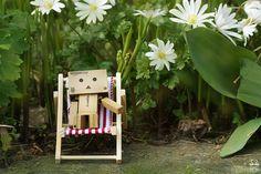 Need a break. by Brigitte-Fredensborg on DeviantArt Danbo, Robot Costumes, Amazon Box, Robot Art, Thinking Outside The Box, Cute Cartoon, Illustration, Deviantart, Bird