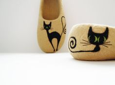 Felted woman slippers BLACK CAT by HomeSoulShop on Etsy