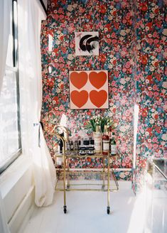 pretty floral wallpaper, heart artwork