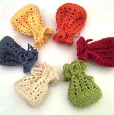 Crochet pattern for small bag / packaging for gifts Crochet Sachet, Crochet Pouch, Wire Crochet, Crochet Gifts, Knit Crochet, Crochet Handbags, Crochet Purses, Knitting Patterns, Crochet Patterns